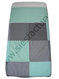 Overtrek ledikant in zwart,wit chevron/zigzag met mintgroen in blokken