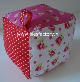 Kubus roze  / rood en bloemen