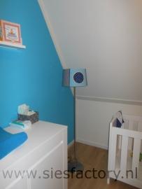 Babykamer lampenkap en kussen aankleding aqua, donker blauw, kobalt en grijs