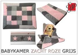 Babykamer accessoires  zacht (oud) roze met grijs en wafeldoek