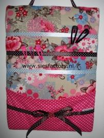 Memobord / Haarspeldbord met zakje, bloemen zand / roze