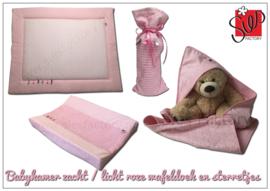 Boxkleed, aankleedkussenhoes, wikkeldoek en kruikzak zacht / licht roze fijne sterretjes