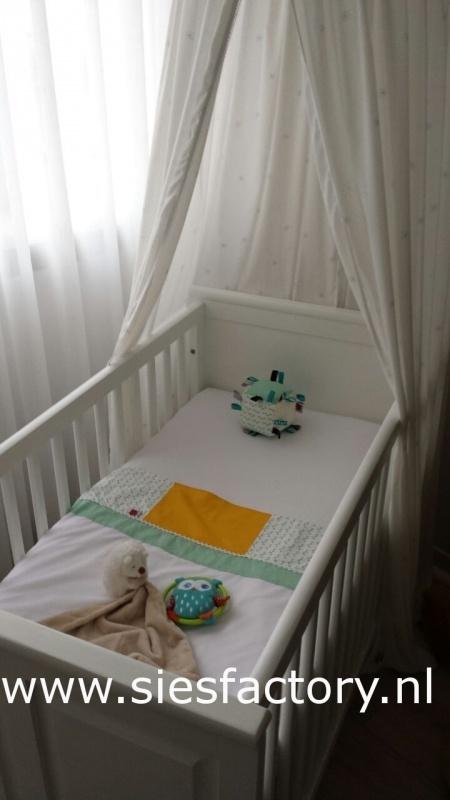Babykamer aankleding mint groen, geel (retro) uistraling
