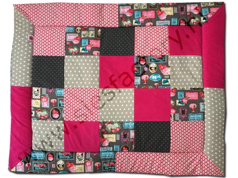 Boxkleed 80x100 cm in donker grijs, roze , rood en zand
