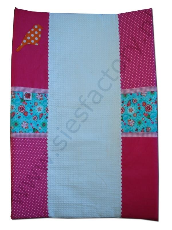Aankleedkussenhoes roze, aqua blauw met oranje vogeltje en wit wafeldoek