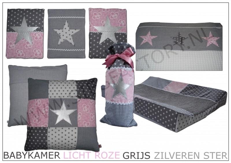 Babykamer aankleding in licht roze, grijs en wit met zilveren ster
