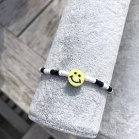 Armbandje wit-zwart smiley