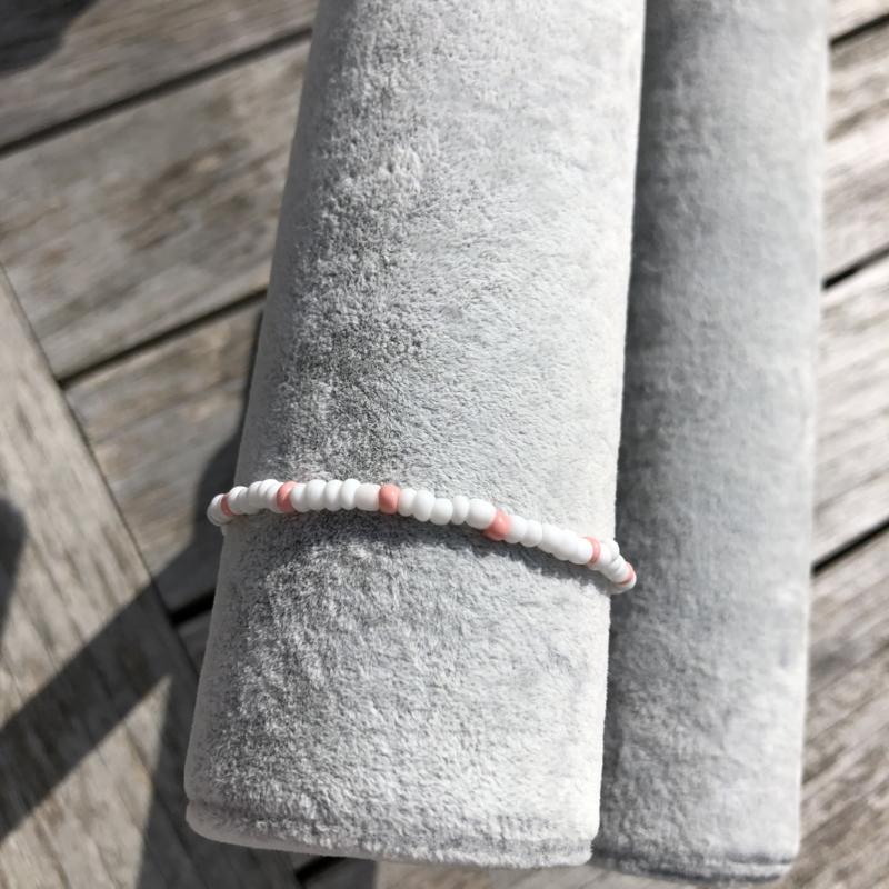 Armbandje roze-wit