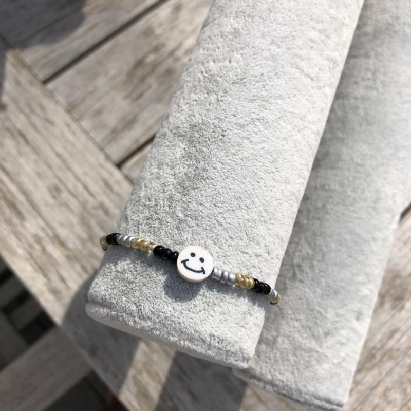 Armbandje goud-zwart-zilver smiley