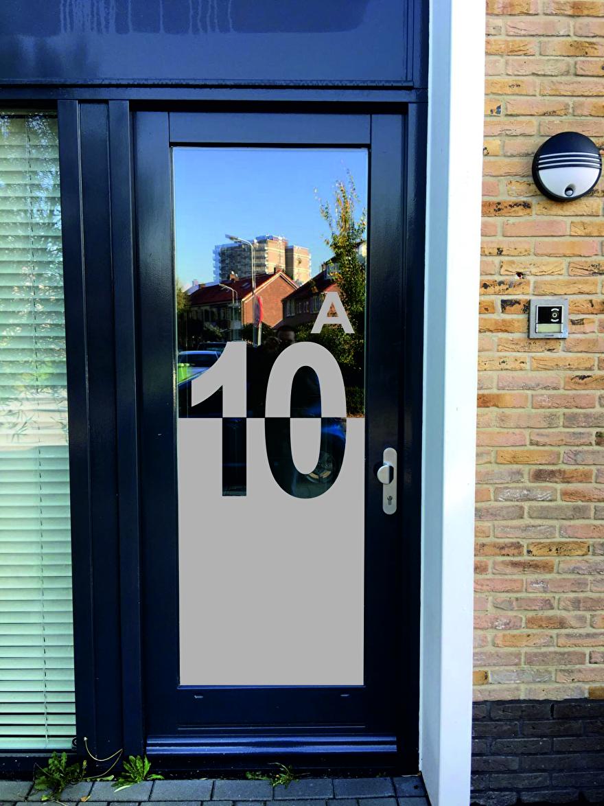 raamfolie met huisnummer