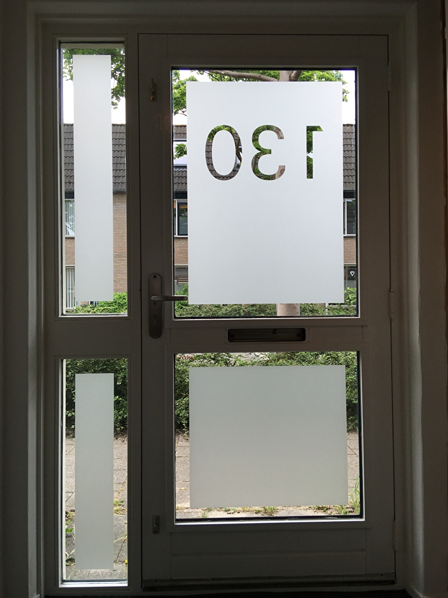 raamfolie met huisnummer ontwerpen