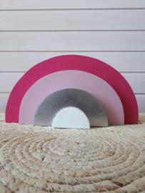 Roze houten regenboog