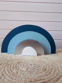 Blauwe houten regenboog