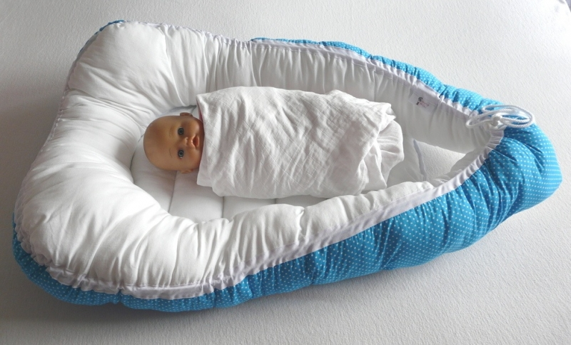Babynestje blauwe stip met wit