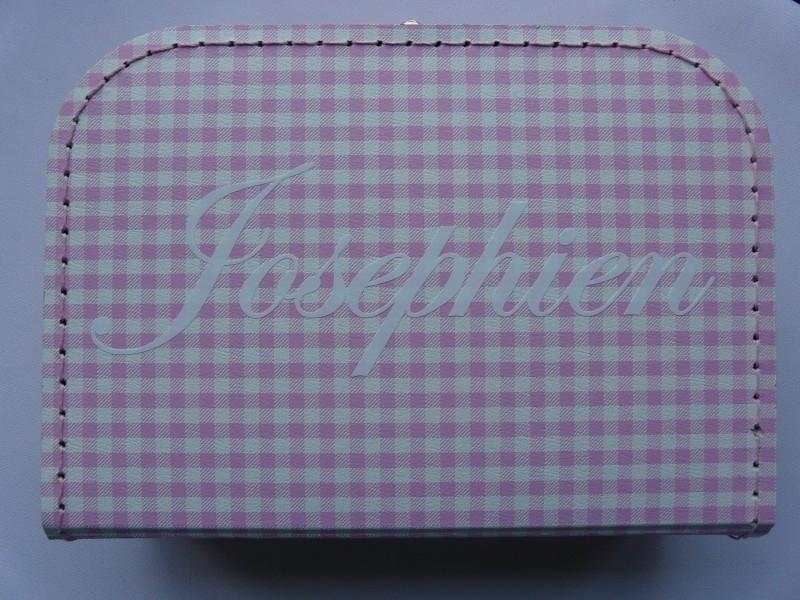 """koffer ruit roze/ wit met naam in witte letters """"Josephien"""""""