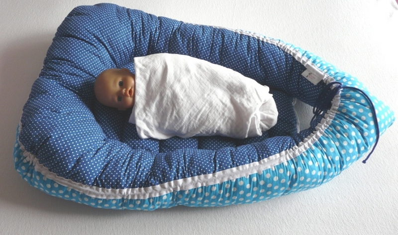Babynestje blauwe stippen