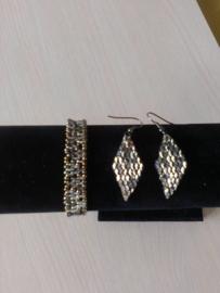 Bracelet et boucles d'oreilles fait par Linda