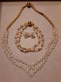 Set van ketting armband en oorbellen  gemaakt door Tilly
