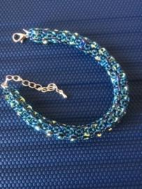 Bracelet et boucles d'oreilles fait par Ingrid