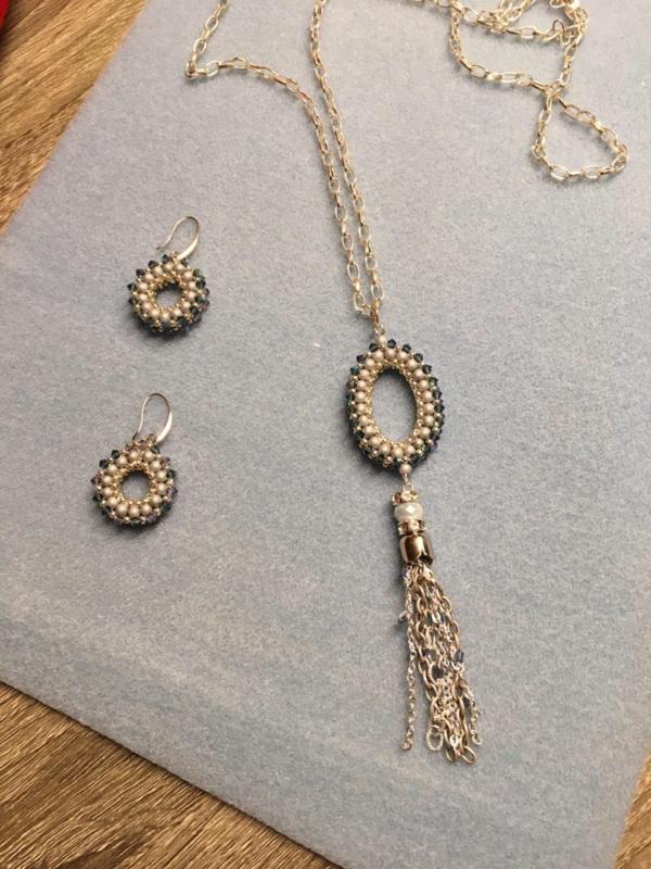 Oorbellen en hangers gemaakt door Jacqueline