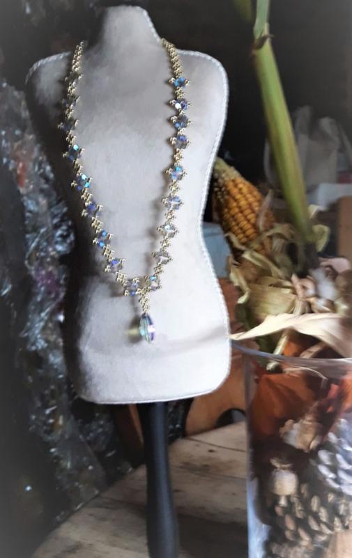 Ketting met Swarovski hanger gemaakt door Christiane