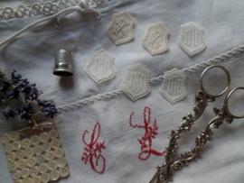 Frans letter medallion
