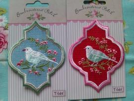"""Appliqué """"Oriental Bird Red""""."""