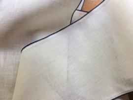 V&H borduurband Offwhite met blauw randje 20 cm.