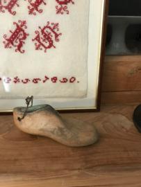 Oud  klein schoenleestje