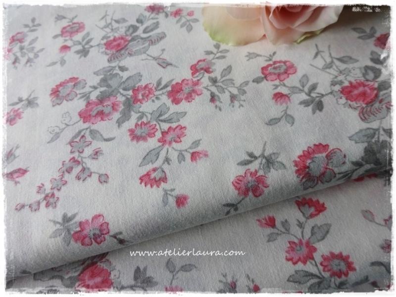Acufactum Stofje Off-White Roze Grijze bloem