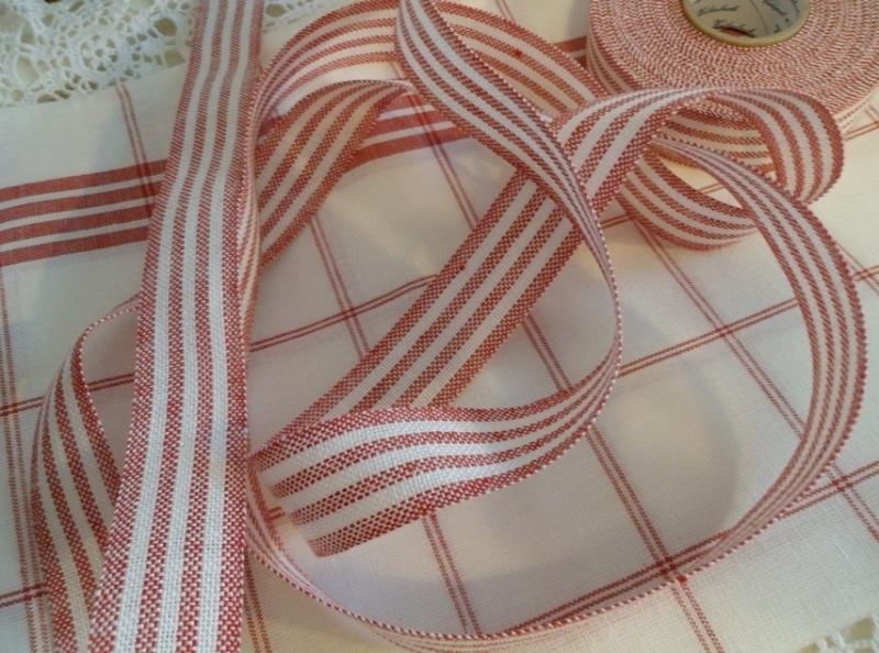 V&H Borduurband Rood/wit 2,7 cm