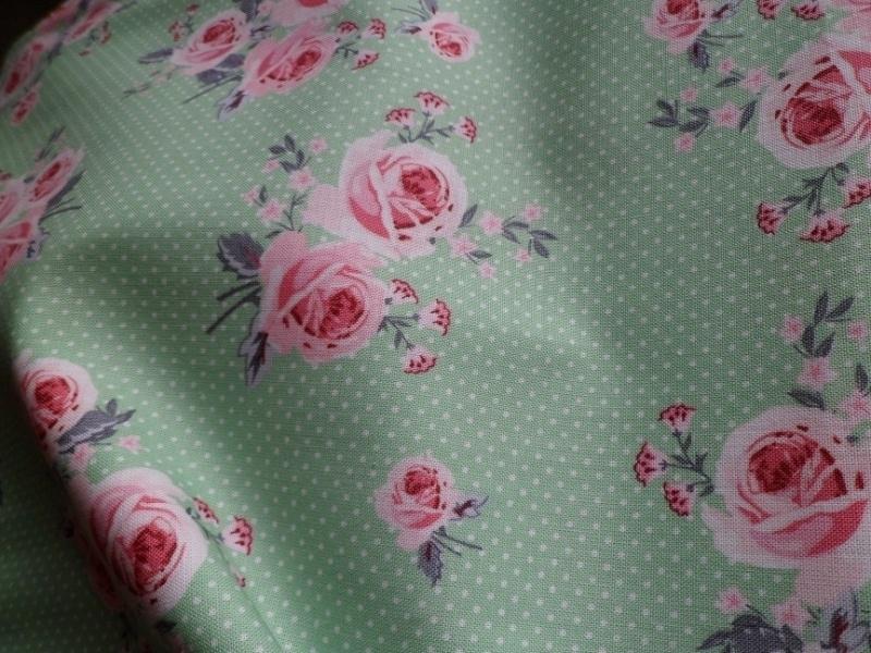 Ring a Roses Green Dots Roses