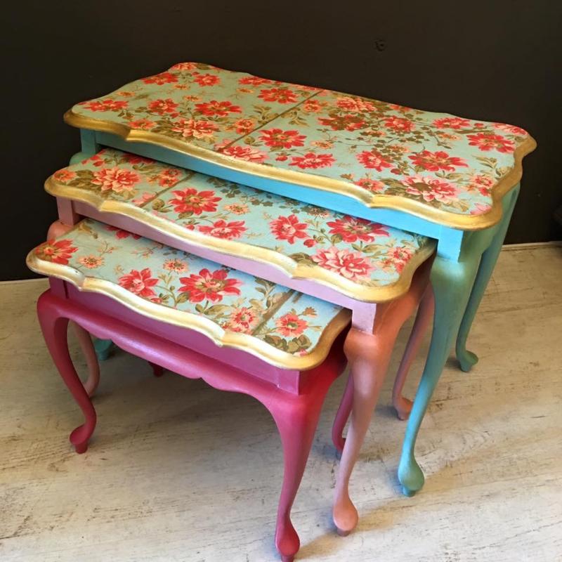 3 Vintage Bijzettafeltjes.Set Bijzettafeltjes Vintage Meubels Met Chalk Paint More Is More