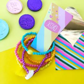 Set van 5 vrolijke armbandjes