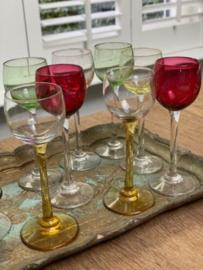Franse likeur glaasjes gekleurd glas