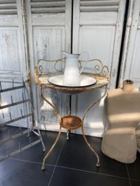Frans brocante tafel met waskom
