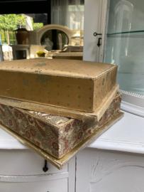 Antieke dozen van stof uit Frankrijk