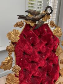 Prachtig antiek bruidskussen op standaard met 2 wassen corsages