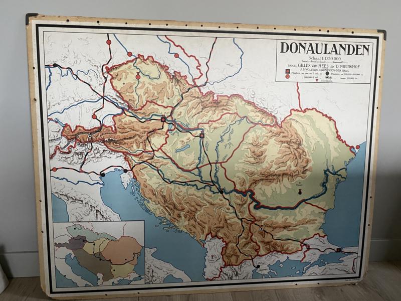 Antieke schoolplaat Donaulanden