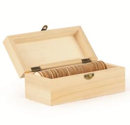 Houten kistje met 50 houten hartjes