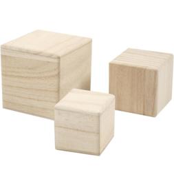 Set van 3 houten kubussen