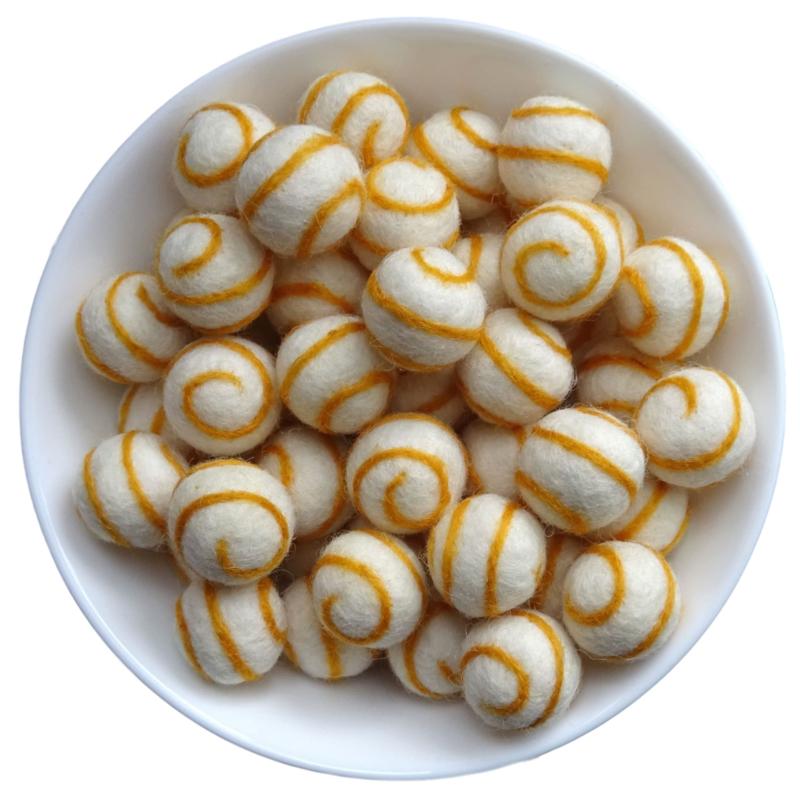 Viltballetje Swirl oker