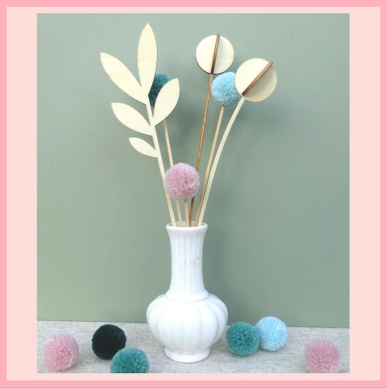 2 houten bloemen + blad