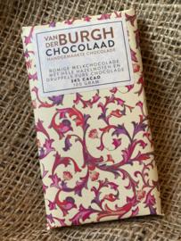 Romige fairtrade melkchocolade met hele hazelnoten uit Piemonte (It) en druppels pure chocolade 100 gr (34% cacao)
