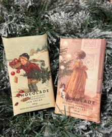 Fairtrade pure chocolade 54% cacao kerstduo (1 reep pure chocolade met hele hazelnoten en 1 reep pure chocolade met cranberries)
