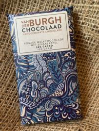 Romige fairtrade melkchocolade met stukjes sinaasappel 100 g (34% cacao)