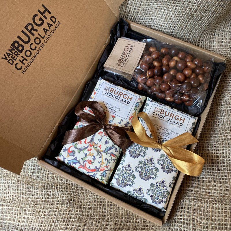 **Nieuw** Brievenbus chocbox melkchocolade (hazelnoot en amandel) en chocoparels