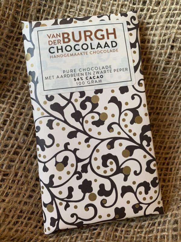 Pure chocolade met aardbeien en zwarte peper 100 gr fairtrade (54% cacao)