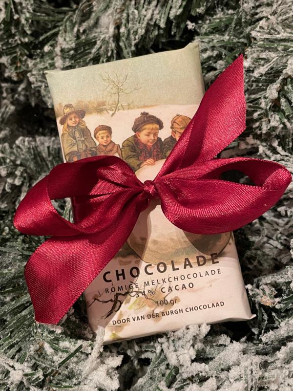 Fairtrade melkchocolade kerstduo (1 reep melkchocolade  en 1 reep melkchocolade met amandelen)