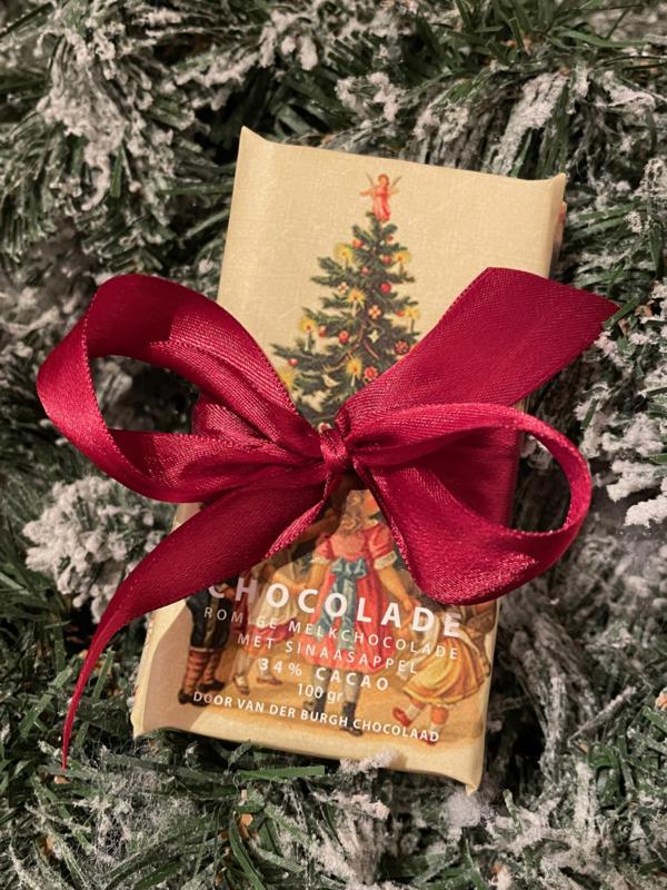 Fairtrade melkchocolade kerstduo  (1 reep melkchocolade met stukjes sinaasappel en 1 reep melkchocolade met amandelen)